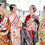 The four women selected as Kyoto Miss Kimono 2013 (Kyoto Concert Hall, Sakyo Ward, Kyoto City)
