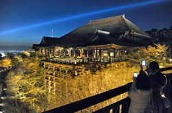 The Kiyomizu-dera Temple stage is lit up during the illumination test (March 21, Higashiyama Ward, Kyoto)