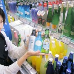 Various bottles of sparkling refined sake, including sake produced by Kyoto brewery companies, on display (JR Kyoto Isetan, Shimogyo Ward, Kyoto)
