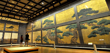 "The special exhibition of the original murals reproducing the ""Shikidai-no-ma,"" or reception room (10:20a.m., July 12, Nijo Castle, Nakagyo Ward, Kyoto)"