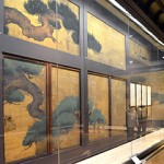 Photo= All sides of the exhibition hall display the set of 34 sliding doors splendidly depicting pine trees and other items (Nijo Castle, Nakagyo Ward, Kyoto)