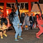 Photo= Demons run away as they're chased by Hososhi (February 2, Yoshida Jinja Shrine, Sakyo Ward, Kyoto)
