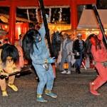 Photo= Demons run away as they're chased by Hososhi (February 2, Yoshida Jinja Shrine, Sakyo Ward, Kyoto)