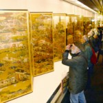 "Photo= The hall with ""Painting the MIYAKO,"" or special exhibition of ""Grand View of Kyoto,"" the dazzling folding screens on which vibrant commoners are depicted (Museum of Kyoto, Nakagyo Ward, Kyoto)"