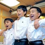 Photo= Having been selected as the sacred child for the Naginata Hoko float, Sodai Naito (center), poses with his assistants, Atsufumi Yamashiro (right) and Kazunori Hara (left) = June 3, Naginata Hoko Hozonkai, Shimogyo Ward, Kyoto