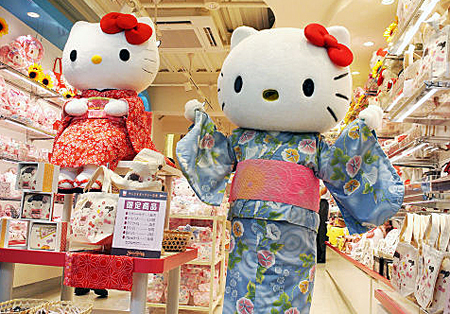 Photo= Goods featuring characters such as Hello Kitty and My Melody are sold at Sanrio Gallery Kyoto (Shimogyo Ward, Kyoto)