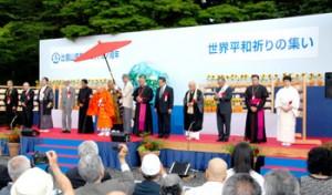 Photo= Religious representatives pray for world peace (Hieizan Enryakuji Temple, Otsu City, Shiga Prefecture)