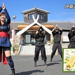 "Photo= One scene where the performers are dancing to the ending theme song of ""Shuriken Sentai Ninninger"" (JR Aburahi Station, Koka City, Shiga Prefecture)"
