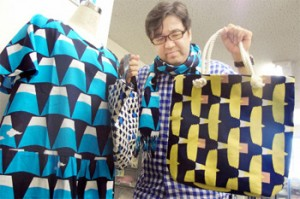 "Photo= Clothes and bags from the new fashion brand ""Aogoromo"" mainly using indigo-dyed textiles (Nakagyo Ward, Kyoto)"