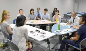 """Photo= An English course for Kyoto city officials is being held in order to disseminate information to foreign countries and to strengthen """"Omotenashi-ryoku,"""" or hospitality power (Kyoto Oike Souseikan, Nakagyo Ward, Kyoto)"""