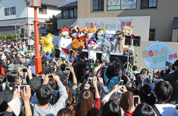 "Photo= Opening ceremony of ""Yuru Kyara Matsuri"" last year (October 2012, 1 Honmachi, Hikone City, Shiga Prefecture)"