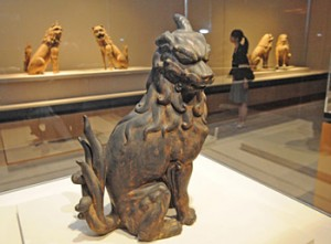 Photo= Famous statues of guardian lions and dogs shown in the sneak preview (MIHO MUSEUM, Shigaraki-cho, Koka City, Shiga Prefecture)