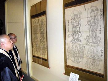 "Photo= To-ji Temple Homotsukan treasure house exhibiting ""Zuzo"" drawn to be models for Buddhist statues (To-ji Temple, Minami Ward, Kyoto)"