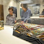Photo= Visitors enjoy choice gems, such as glittering lacquer crafts (The Museum of Kyoto, Nakagyo Ward, Kyoto)