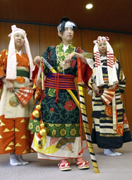 "Photo= The renewed attire of ""Izumo no Okuni"" in ""Kabuki-odori"" costume of the early Edo Period (October 10, Heian Jingu Shrine, Sakyo Ward, Kyoto)"