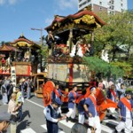 "Photo= Accompanied by festival music, Otsu Festival's ""Hikiyama"" floats parade under the blue skies(9:45 a.m., October 13, in front of Tenson Shrine, Kyomachi 3-chome, Otsu City, Shiga Prefecture)"