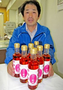 "Photo= ""Ro-zu"" or vinegar made from roses, a local specialty of Moriyama City, Shiga Prefecture."