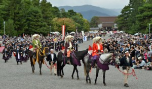 Photo= The loyalists of the Meiji Restoration depart from the Kenrei-mon Gate and parade through Kyoto Gyoen National Garden (October 22, Kamigyo Ward, Kyoto)