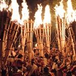 Photo= Sparks from huge, vigorously flaming torches dance in the air (October 22, Kurama-dera Temple, Sakyo Ward, Kyoto)