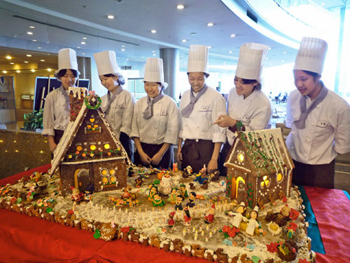 Photo= A candy house created by students over the course of about a month (Otsu Prince Hotel, Otsu City, Shiga Prefecture)