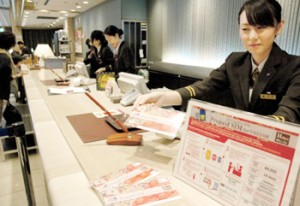 Photo= Hotel staff sell prepaid SIM cards to foreigners visiting Japan (Hotel New Hankyu Kyoto, Shimogyo Ward, Kyoto)