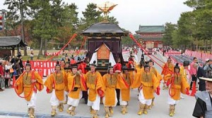 "Photo= Portable shrines in the ""Shinko-retsu"" procession head for Kyoto Gyoen National Garden, going along Jingu Street which was turned into a traffic-free zone (In front of Heian Jingu Shrine, Sakyo Ward, Kyoto)"
