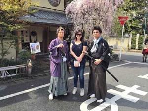 Photo= In character as Ryoma Sakamoto, Ichiyama agrees to be photographed with a foreign tourist (right). On the left is Sakiyama, dressed as Shintaro Nakaoka= 2012, Higashiyama Ward, Kyoto