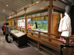 "Photo= Mannequins in Heian-style costumes and furnishings from that period are showcased in the ""Heian Room."" The room is popular among tourists (The Tale of Genji Museum, Uji, Uji City, Kyoto Prefecture)"