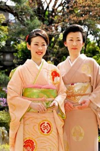 "Photo= Waka Nishimura (left) who was selected as the 61st ""Saio-dai"" and her mother Kazumi = April 12, Kyoto Heian Hotel, Kamigyo Ward, Kyoto"