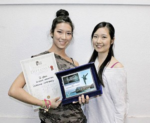 Photo= Kiyoka, holding her championship diploma and trophy (left) and Yuka, who was ranked among the top five (Dance Office One, Shimogyo Ward, Kyoto)