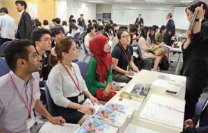 Photo= International students listen to Kyoto manufacturers' presentations regarding paid internships (National Students Information Center, Shimogyo Ward, Kyoto)