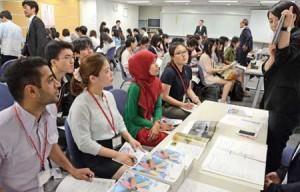 Photo= International students listen to Kyoto manufacturers' presentations regarding paid internships (National Students Information Center, Shimogyo Ward, Kyoto)