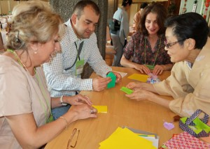 Photo= Congress participants from abroad trying origami (Kyoto International Conference Center, Sakyo Ward, Kyoto)