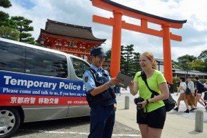 Photo= An officer from Fushimi Police Station giving directions in English (Fushimi Inari Taisha Shrine, Fushimi Ward, Kyoto)