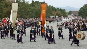 Photo= The Festival of Ages procession marches through Kyoto Gyoen National Garden with loyalists of the Meiji Restoration at the head (12:18 p.m., October 22, Kyoto Gyoen National Garden, Kamigyo Ward, Kyoto)