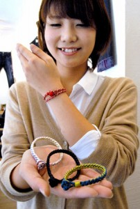 Photo= Bracelets using braided cords, sales of which have been rapidly increasing (Kyoto Denim, Shimogyo Ward, Kyoto)