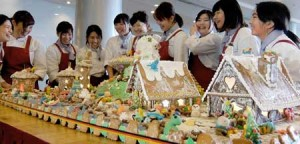 "Photo= Students of Shiga Junior College create ""Candy houses"" in which people and aliens live together happily at Christmas in the Lake Biwa area (Lake Biwa Otsu Prince Hotel, Nionohama 4-chome, Otsu City, Shiga Prefecture)"