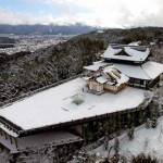 "Photo= The snow-covered ""Obutai"" spreading across Higashiyama which was shot by an unmanned aerial vehicle (January 16, Shogunzuka Seiryu-den, Yamashina Ward, Kyoto)"