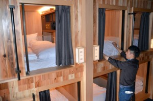 "Photo= Guest rooms in ""THE PRIME POD KYOTO,"" which adheres to Japanese-style interiors (Sanjo-dori Kawaramachi Higashi-iru, Nakagyo Ward, Kyoto)"