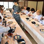 Photo= Foreign visitors enjoy a sushi-making experience at a restaurant that utilizes an old samurai residence (Hekitei, Chitose-cho, Kameoka City, Kyoto Prefecture)