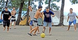Photo= Brazilian campers enjoy playing soccer with Japanese (Maiami Auto Camp, Yoshikawa, Yasu City, Shiga Prefecture)