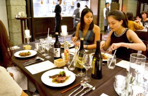 Photo= Participants enjoying a combination of Japanese sake and Western-style cuisine (Higashiyama Ward, Kyoto)