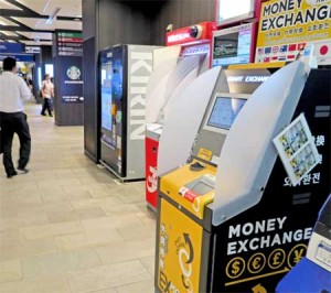 Photo= The currency exchange machine first installed by Keihan Electric Railway Co., Ltd. (Gion-Shijo Station, Higashiyama Ward, Kyoto)
