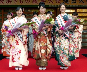 "Photo = (From left) Ageta, Suzuki, and Wakisaka, who have been selected as ""Nagahama Kimono Ambassadors of Friendship""= Hikiyama Museum, Motohama-cho, Nagahama City, Shiga Prefecture, photo courtesy of Nagahama City."