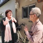 Photo= Nina Hakkarainen (left), a Finnish woman, talking with her neighbor. She has integrated into the local community = Kamigyo Ward, Kyoto