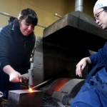 Photo= An Australian university student tries out Japanese short sword making (Masahiro Tantoujou Sword Forge, Honme-cho, Kameoka City, Kyoto Prefecture)