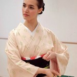 Photo= Gioia Hader, who is practicing Nihon Buyo dance (Higashiyama Youth Action Center, Higashiyama Ward, Kyoto)