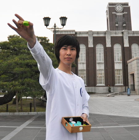 "Photo= Hino says, ""I want to share this pleasure with people all over the world"" (Kyoto University)"