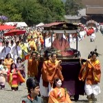 "Photo= The Aoi Festival's Procession and the ""Saio-dai"" proceed through Kyoto Imperial Park, watched over by many spectators (Around 11:10 a.m., May 15, Kamigyo Ward, Kyoto)"