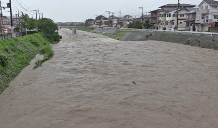 Photo= The Takanogawa River, Sakyo Ward, Kyoto, is swollen due to the torrential rain (Afternoon, July 5)